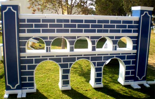 Wall with arches and Brick Design